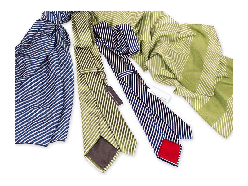 Gewobene Seidenkrawatte mit passend bedrucktem Tuch oder Schal