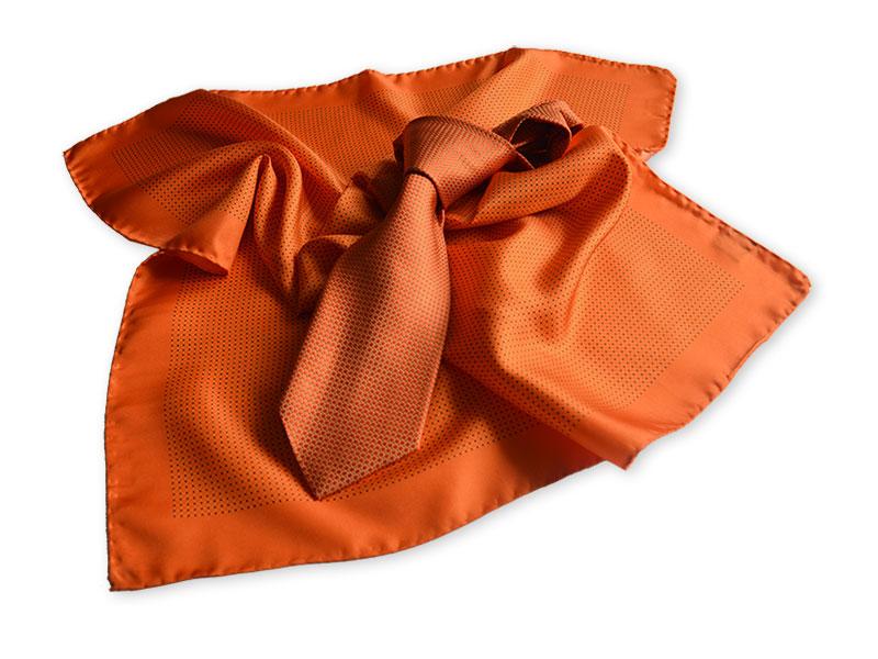 aktuelle Kollektion für Firmenkrawatten, Tücher und Schals mit Logo