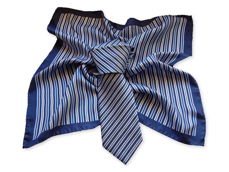 Gewobene Seidenkrawatte mit passend bedrucktem Halstuch