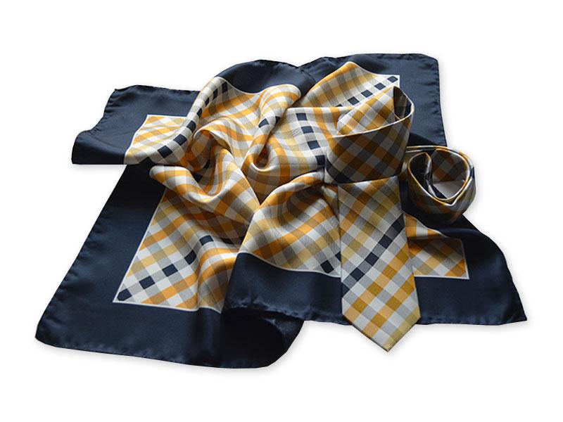 Karierte webgemusterte Seidenkrawatte mit passend bedrucktem Halstuch