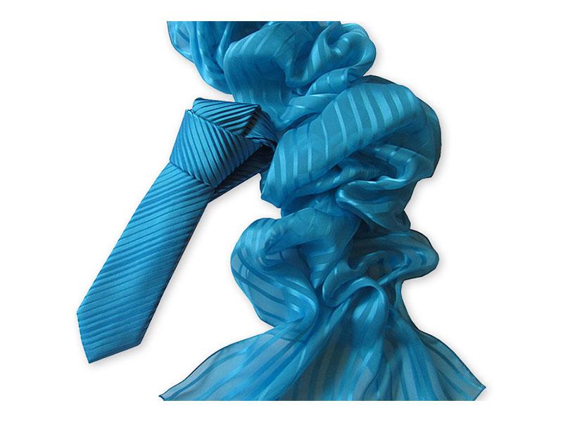 Gewobene Seidenkrawatte mit Schal uni eingefärbt in reinseidenem Effektgewebe