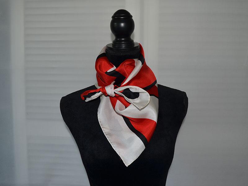 Stylingtipps: Tücher und Schals dekorativ binden, Krawattenknoten