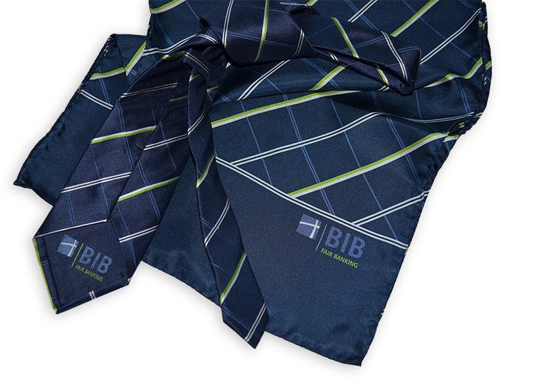 Krawatten und Tücher farblich passend