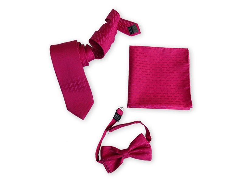 Krawatten, Einstecktücher und Fliegen aus gewobener Seide in Firmenfarbe mit Logo für unseren Kunden Deesses gewobener Seide in Firmenfarbe mit Logo für unseren Kunden Deesse. Wenn das kein Hingucker ist ?