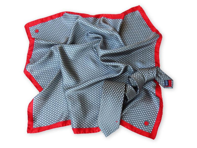 Teamkrawatten mit passenden Damentüchern aus Reiner Seide - schönes Beispiel, wie ein Firmenlogo integriert werden kann !