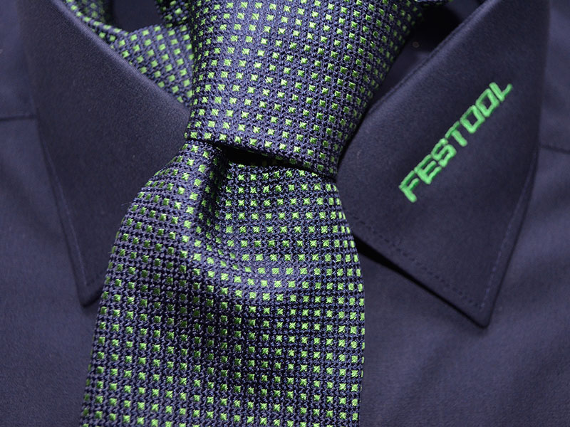 Krawatten passend zum Hemd in Firmenfarben