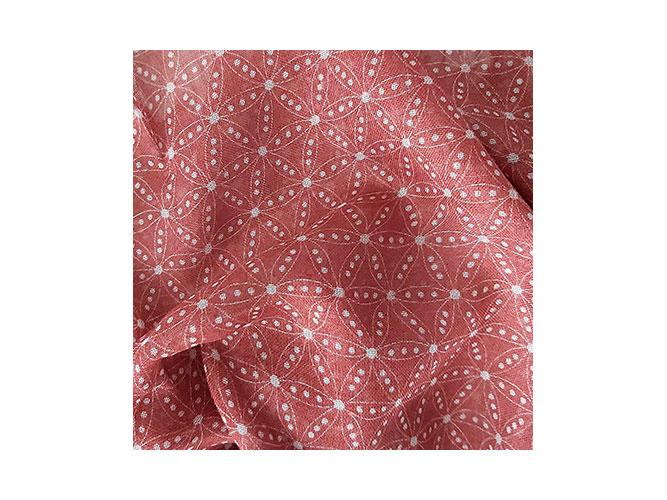 90% Modal / 10% Cachemere, geeignet für große Tücher und Schals. Charakteristisch ist das fluffige, leichte und offene Gewebe sowie das lässige Tragegefühl.